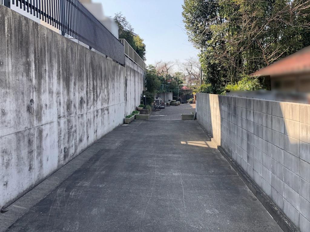 建物までの通路