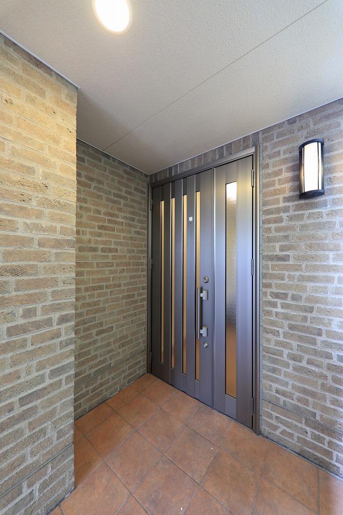 立派な玄関扉