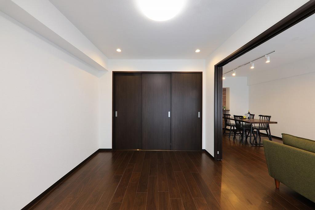 南側の洋室にはLEDダウンライト照明を設置しました