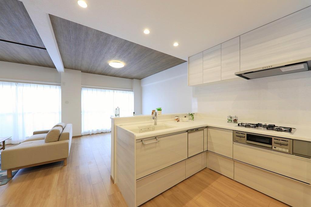 L型システムキッチンはクリナップ製。もちろん食洗機付。