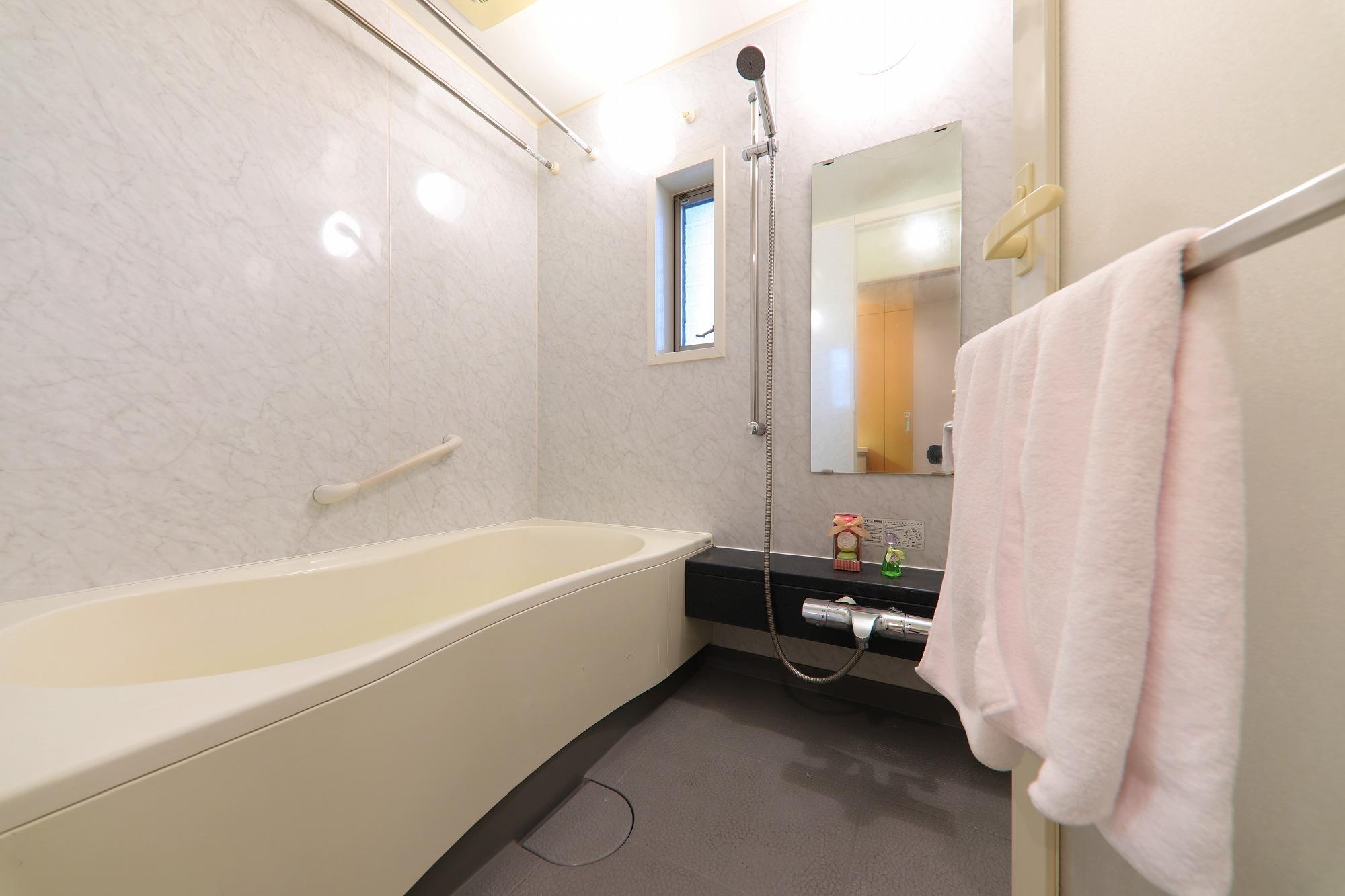 窓のついた浴室